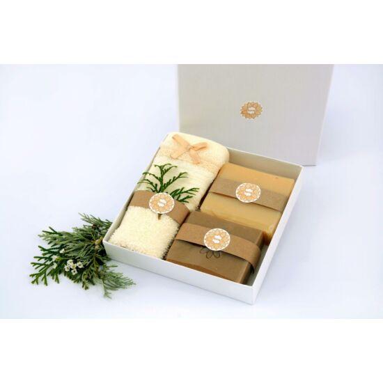 Napvirág ajándék szett díszdobozban 2x120g natúr szappan és kézműves mosdókesztyű