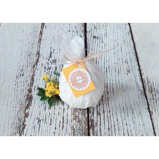 Fürdőgolyó organikus shea vajjal, édes narancs illóolajjal és naranccsal 90g